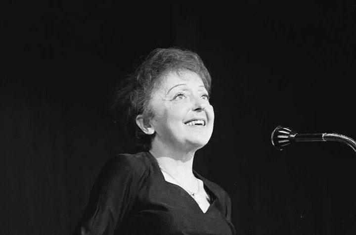 Edith Piaf. Fotografía: Nationaal Archief, bajo licencia deCreative CommonsCC0 1.0 Universal Public Domain Dedication.